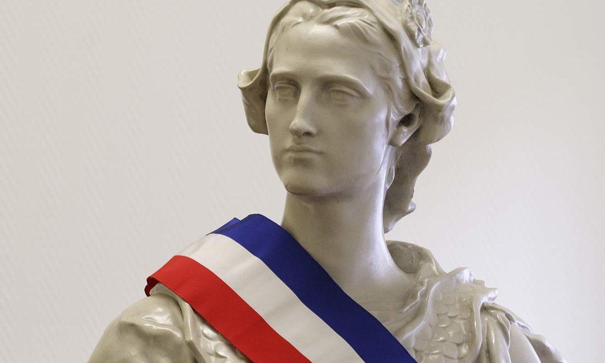 https://www.soufflenouveau-plessis-robinson.fr/storage/2019/11/marianne-conseil-municipal-1200x720.jpg