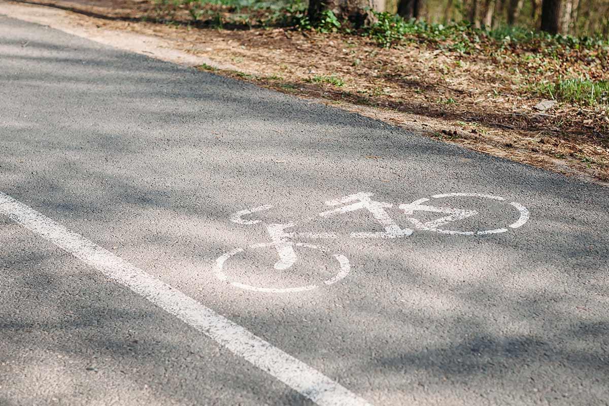Multiplier par 3 les pistes cyclables sécurisées et créer des parkings à vélo dans différents lieux de la ville du Plessis Robinson