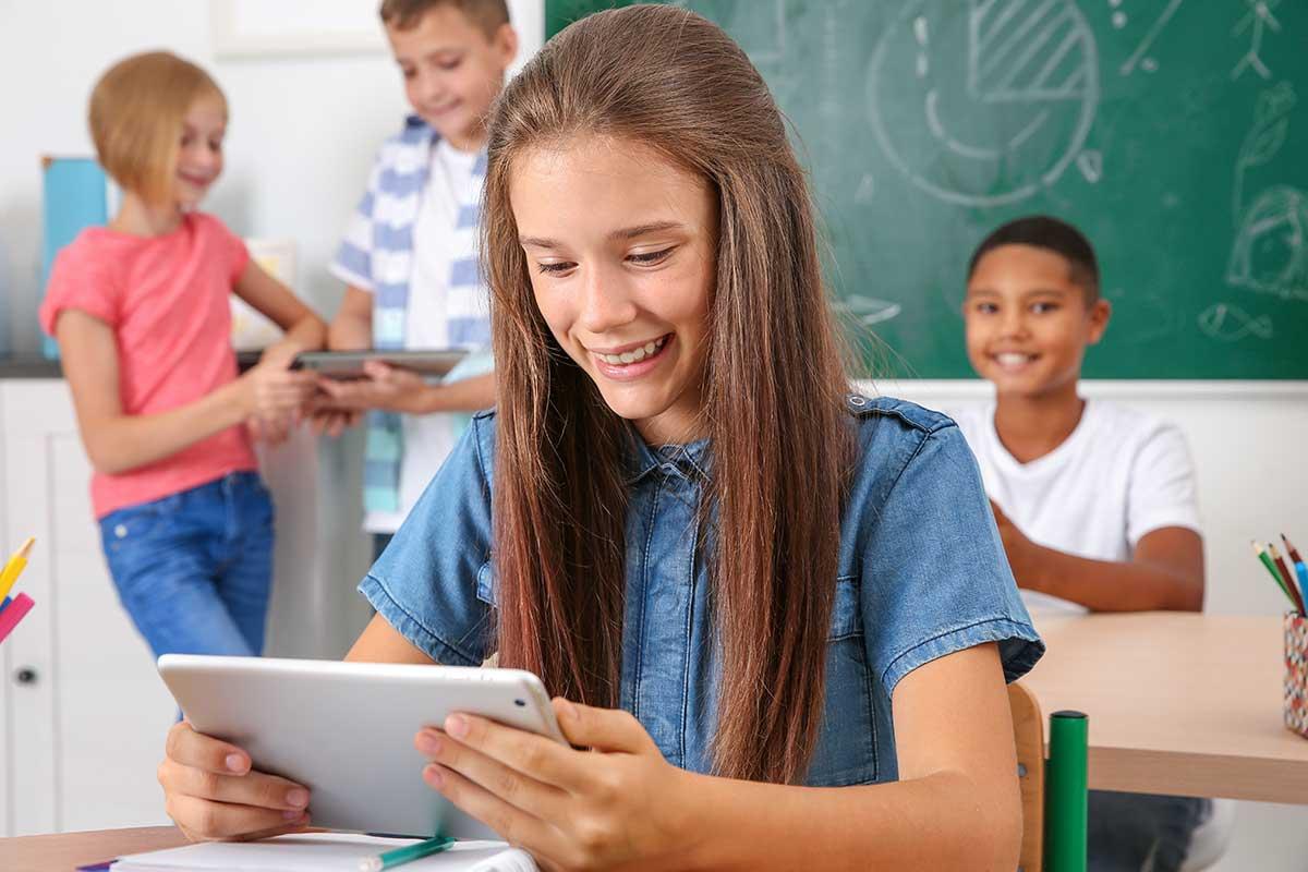 Travailler dans un environnement accueillant et doté de nouvelles technologies peut faciliter l'épanouissement de nos enfants