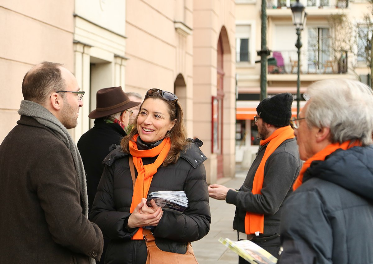 coeur de ville, échanges avec les robinsonnais lors du tractage de la liste de Christelle Carcone sur le projet pour le Plessis-Robinson